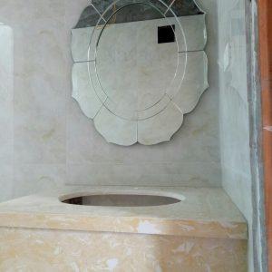 Gương treo phòng tắm Lotus